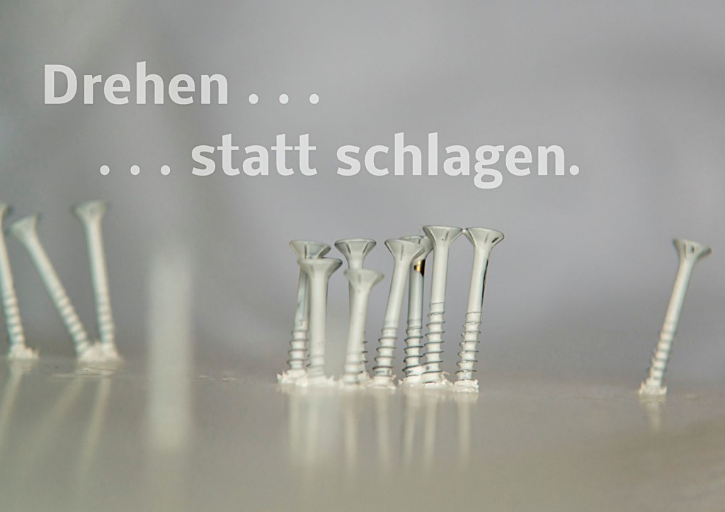 """Marcellus M. Menke. Die Antwort des Akkuschraubers auf Günther Uecker: """"schlagen"""". Seite 9 des ScreenBOOKs """"Zwölf Seiten für die neue Interpretation eines alten Themas."""" Köln 2013"""