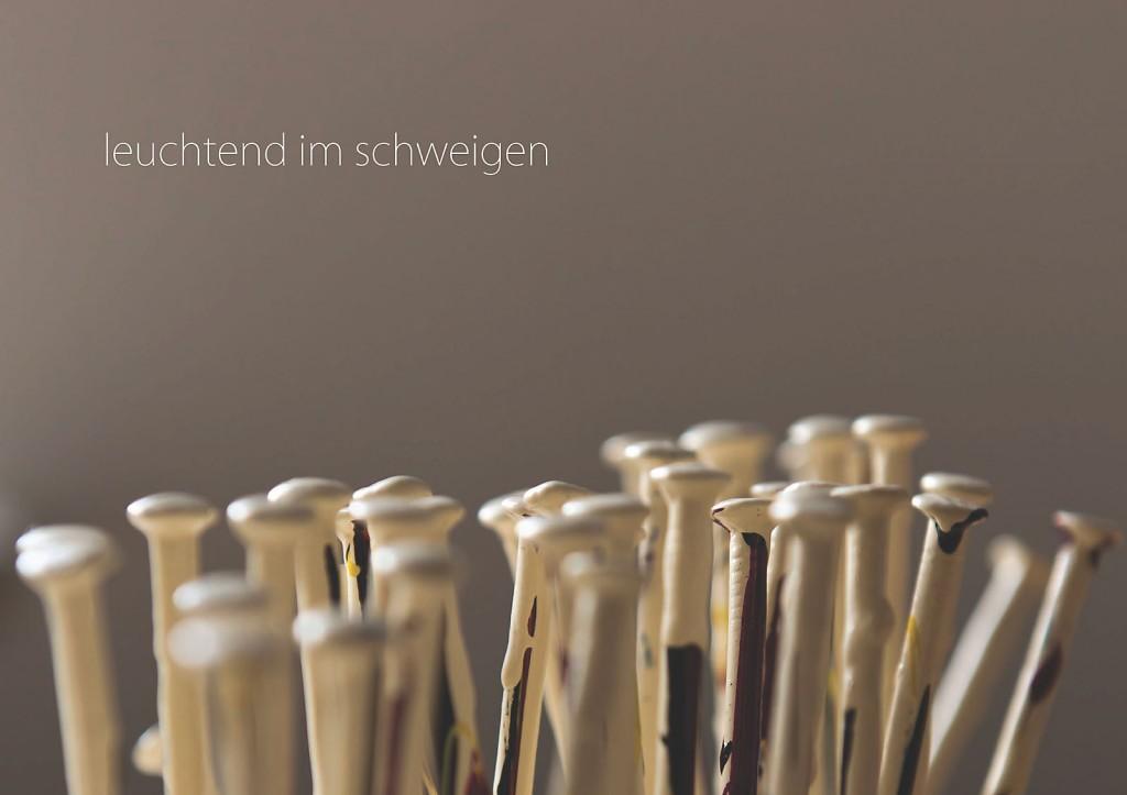 Marcellus M. Menke: -nagelung3. Photographiertes Objekt mit gesetztem Text. Seite 3 des m4art screenBooks, Gelsenkirchen-Buer, Köln, Siegen 2014