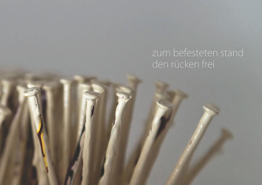 Marcellus M. Menke: -nagelung3. Photographiertes Objekt mit gesetztem Text. Seite 8 des m4art screenBooks, Gelsenkirchen-Buer, Köln, Siegen 2014