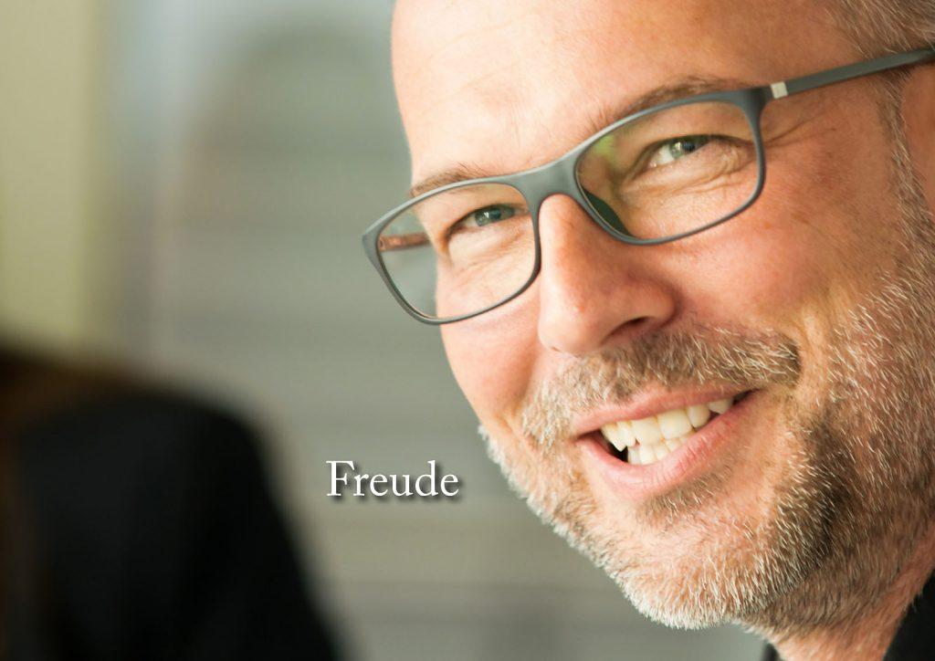 Marcellus M. Menke: Some Portraits of Tobias Wunsch, m4art screenBook, Hamburg und Köln 2016, Seite 4
